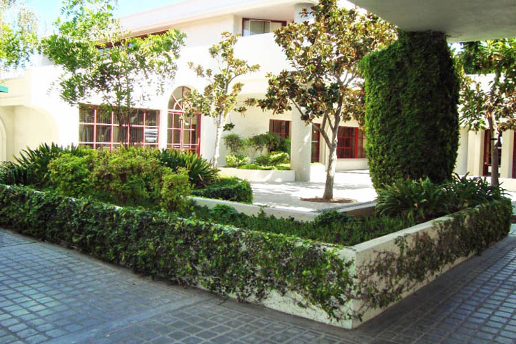 Walkway of Calabasas Square commericial building for lease in CA