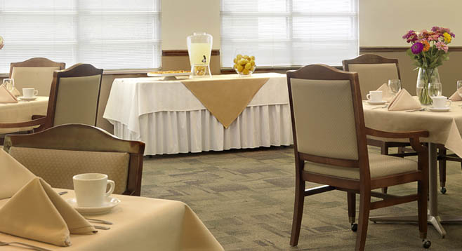 dining room at the Retirement Community in Chesterfield, MO 63017