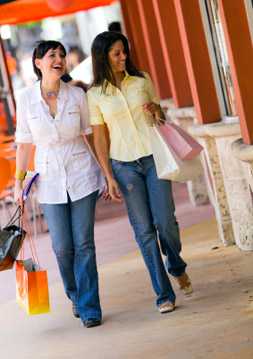 Apartments in Fulton County Sandy Springs, GA has great nearby shopping.