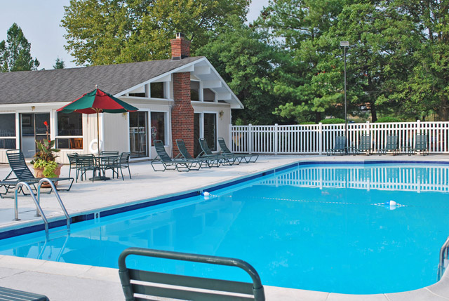 Pool deck Cardinal Forest