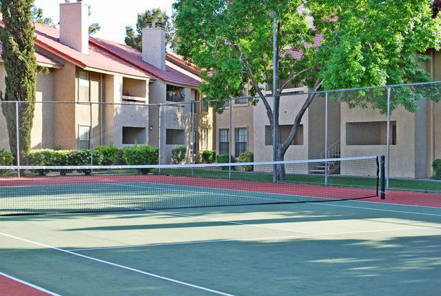 tennis court at Rancho Del Sol Las Vegas Apartments