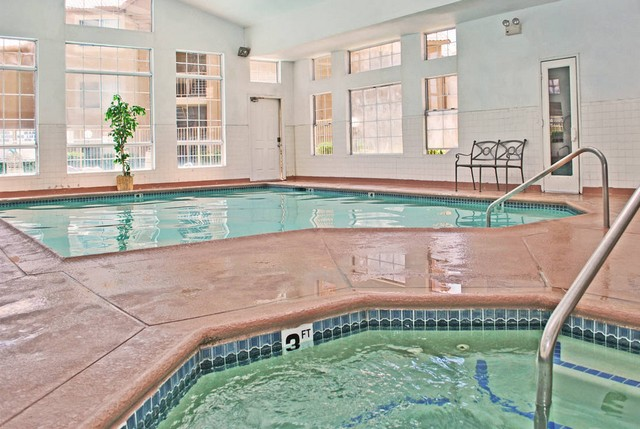 clubhouse pool and spa at the Apartments For Rent in Las Vegas, NV 89103