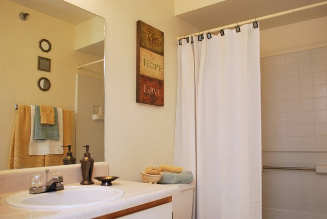 Spacious bathroom Royal Palms