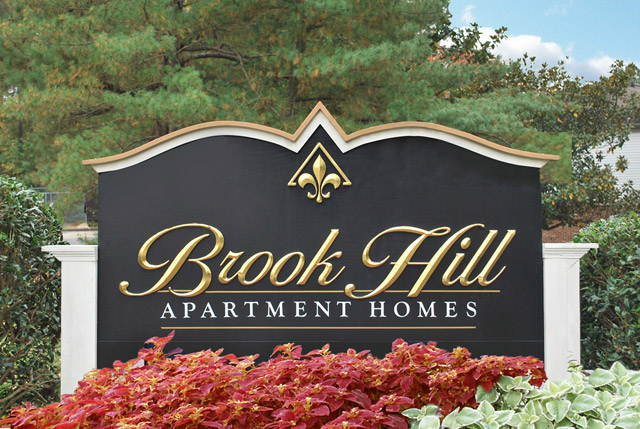 Sign Brook Hill Townhouse Apartments