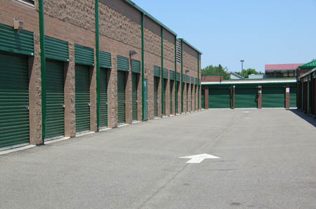 Many diffrent sized storage units to fit your belongings.