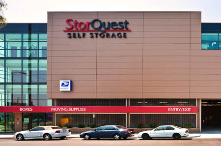 Exterior view of self storage in Los Angeles