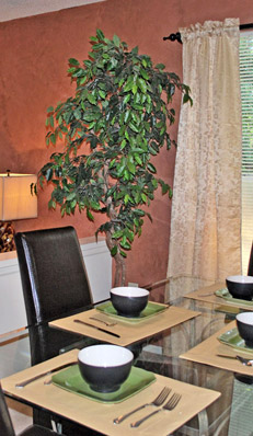 Dining room at Breckenridge apartments in glen allen, va