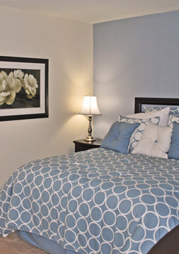 One Bedroom apartments at Colonial Townhouse