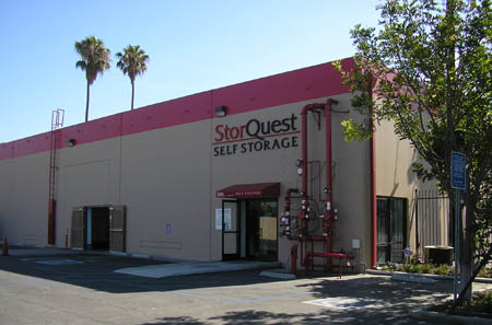 Exterior of the self storage in Los Angeles building