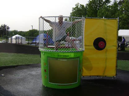 Dunk_tank_relay_for_life