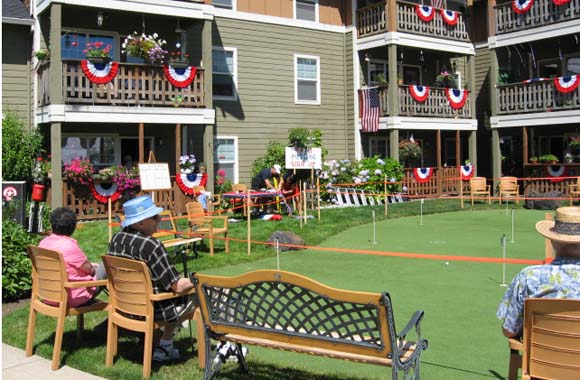 Our Milwaukie senior care community has a fun putting green