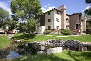 Residents at Hillside Pointe Apartments enjoy nice grounds