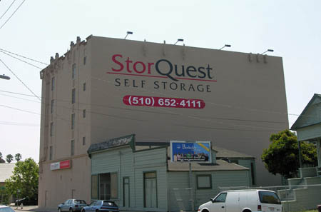 Street view of self storage in Oakland
