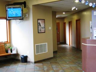 Lobby2 Niles Veterinary Clinic