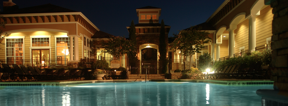 Apartments in Plano, TX feature stunning swimming pools