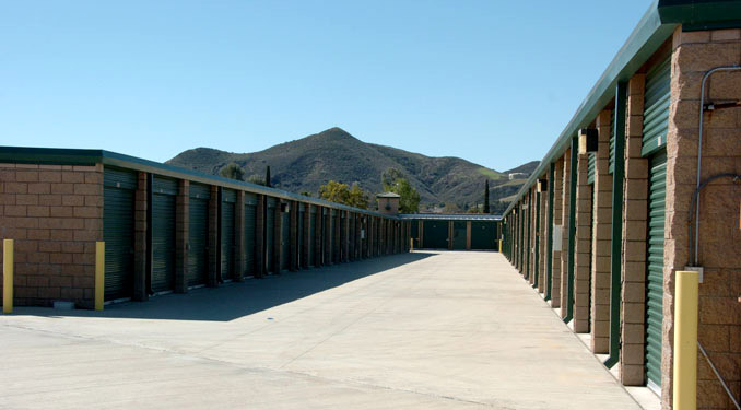 Self Storage in Simi Valley has availalbe units.