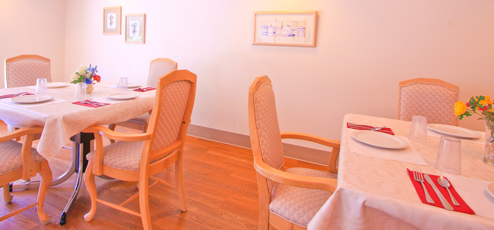 Our Everett senior care features cozy senior dining area
