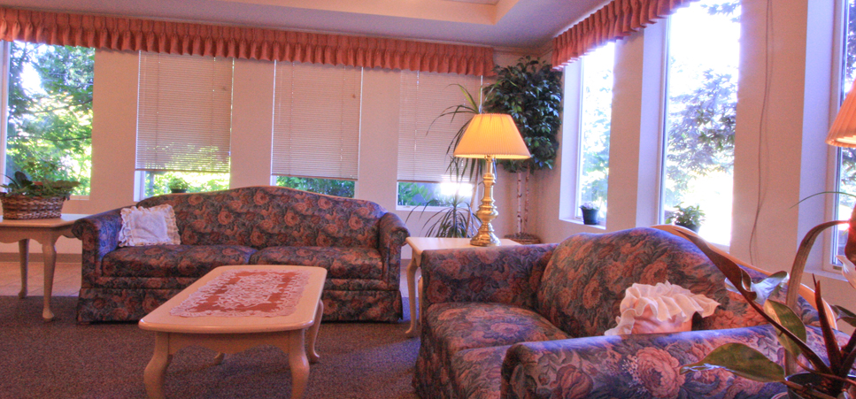 Retirement living in Everett, WA with inviting senior social room