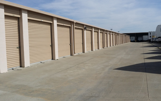 Self storage Elk Grove has wide driveways