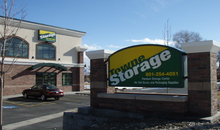 Sign Towne Storage