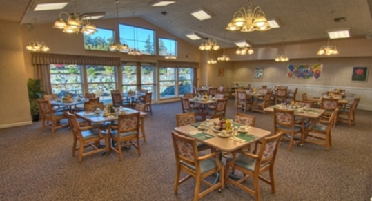 Dining room Chandler\'s Square Retirement Community