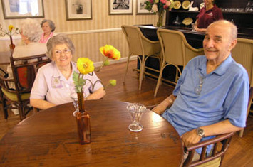 Flowerontablecouple The Worthington Assisted Living