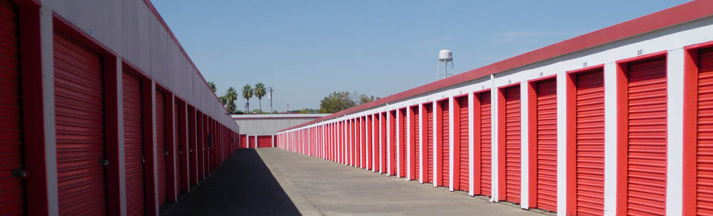 Vehicle access is easy at self storage in Sacramento.