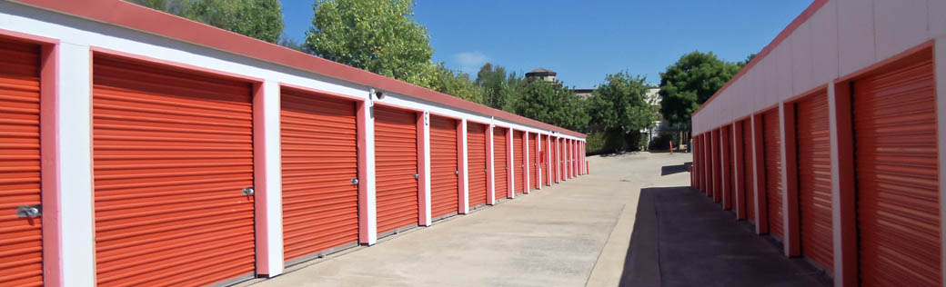 Wide aisles give you space at self storage in Folsom