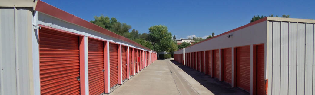 Large self storage units are available for rent in Folsom
