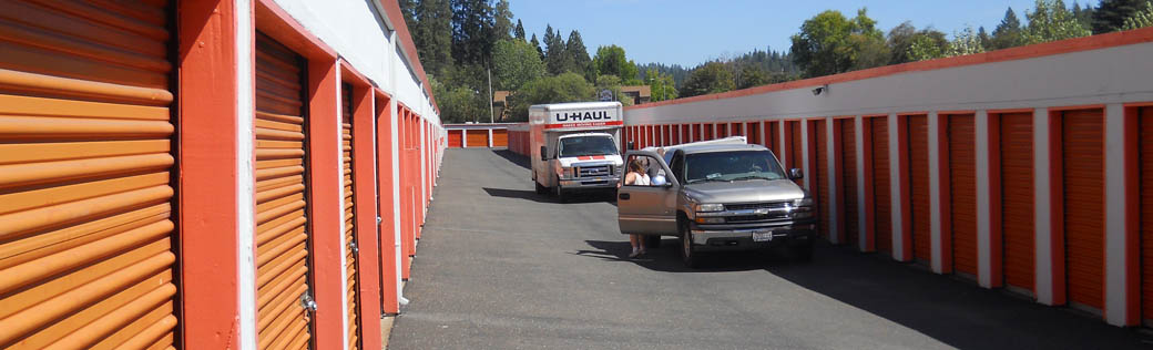 Vehicles have clear access to self storage in Placerville.