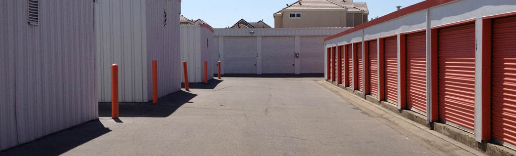 Elk Grove self storage offers large, exterior units.