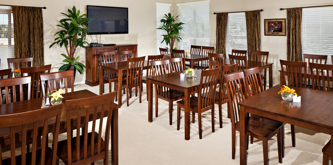 Alil dining room 2 Plaza Village Senior Living