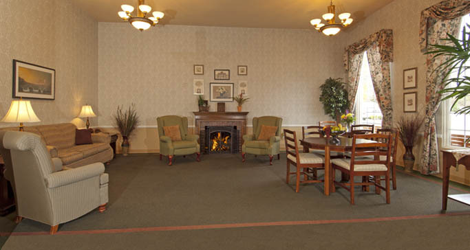 Independent living community room in washington at GenCare Lynnwood at Scriber Gardens