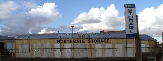 Entry sign and building into Northgate Storage in Salem Oregon