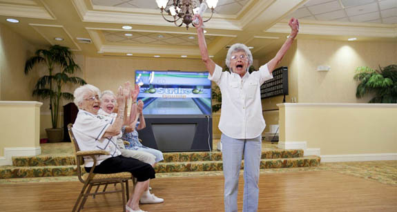 Venice, FL independent senior living residents play wii