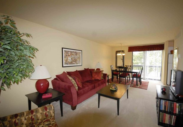 Apartments in Rochester Hills, MI living room and dining area