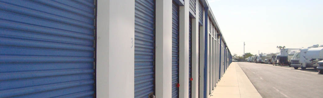 Self storage in Long Beach, California exterior units