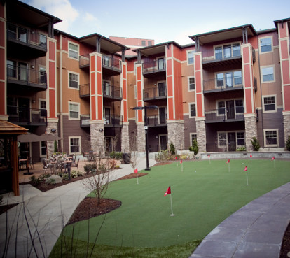 Assisted living community in Hillsboro Oregon has green lush landscape