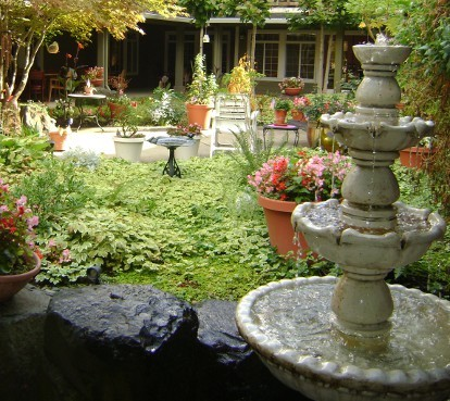 Courtyard with fountain The Springs at Clackamas Woods