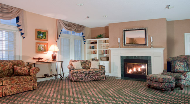 Comfortable living room at Woodbury senior living community
