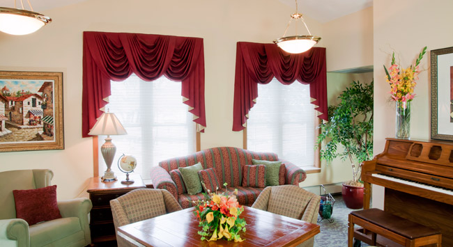 Comfortable living room at Forest Lake senior living community