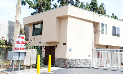 Culver city self storage office exterior