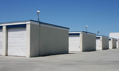 Self storage in Santa Ana has wide accessible driveways