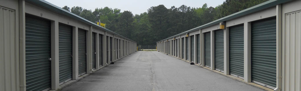 Wide driveway at Winterville self storage