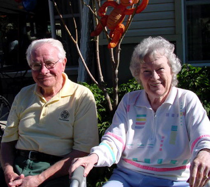 Wilsonville senior living residents enjoying the outdoors