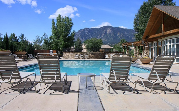 Broadmoor amenities pool2