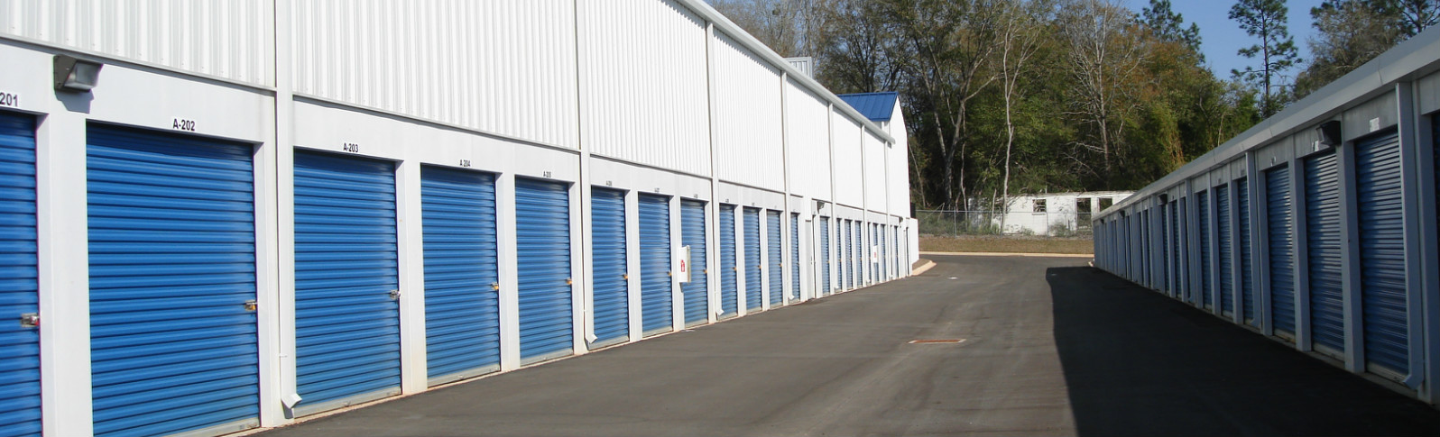 Crestview self storage features open driveways