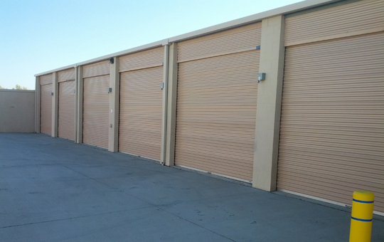Drive up units at self storage in Norco