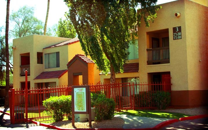 Beautifully landscaped apartments in Phoenix, Arizona!