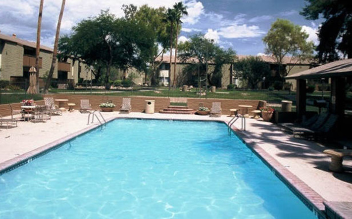 Tuscon apartments have a fun pool area